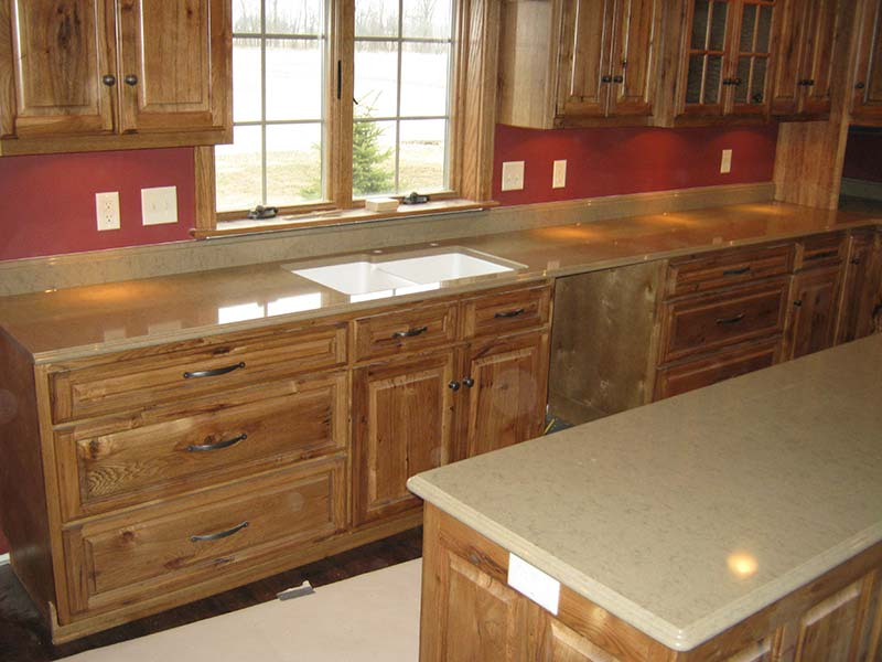 Liscia Quartz looks great with knotty pine cabinets.